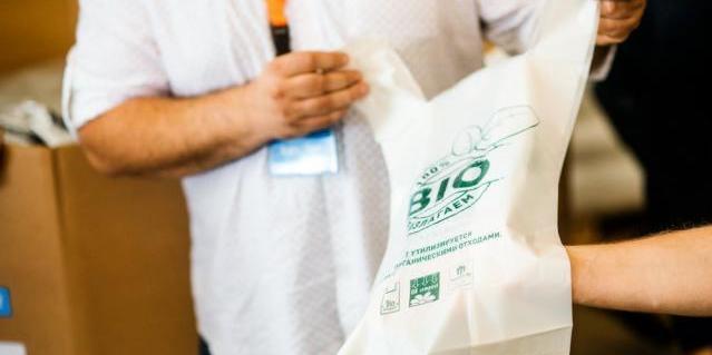 Дніпровський завод розробив пакети з кукурудзяного крохмалю, які розкладаються за 90 днів