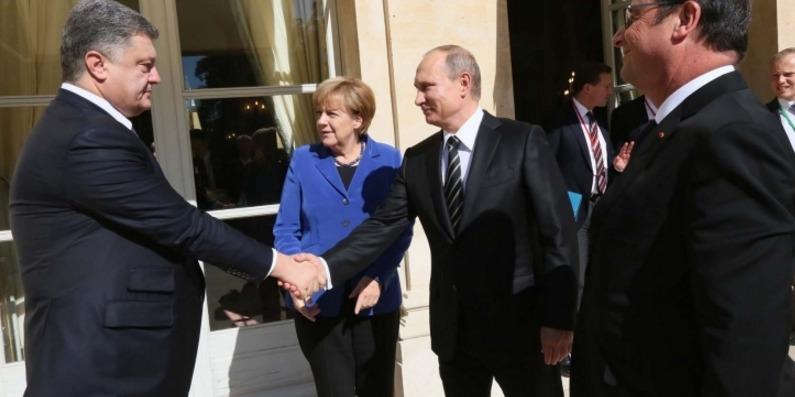 «Тисну руку», «Обіймаю»: опубліковані записи розмов нібито Порошенко і Путіна