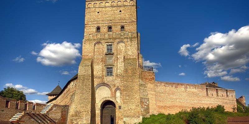 В Україні відновлять 100 історико-культурних пам'яток