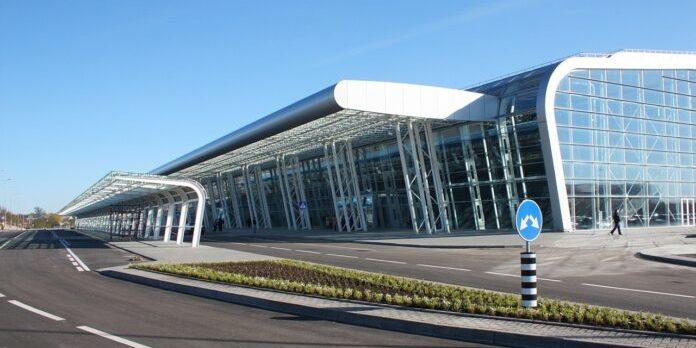 В аеропортах Києва та Львова з'являться лабораторії для ПЛР-тестів