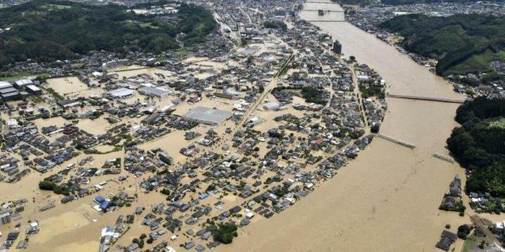 Потужні зливи у Японії: паводки, зсуви та понад 70 загиблих