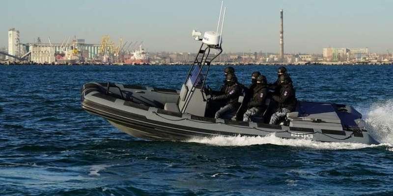 У Києві пляжний патруль оснастили човнами українського виробництва