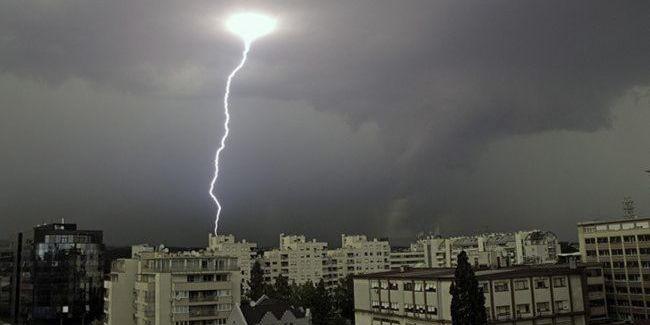 Град, шквали та сильні зливи: синоптики попередили про погіршення погоди в Україні