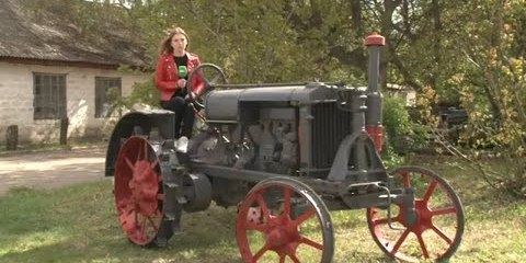 Селяни поставили на колеса унікальний трактор (ВІДЕО)
