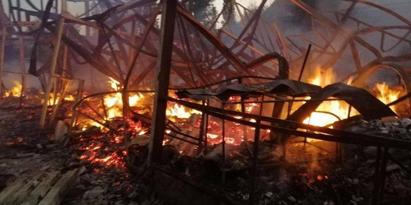 У Затоці горіли споруди двох баз відпочинку, димом отруївся чоловік
