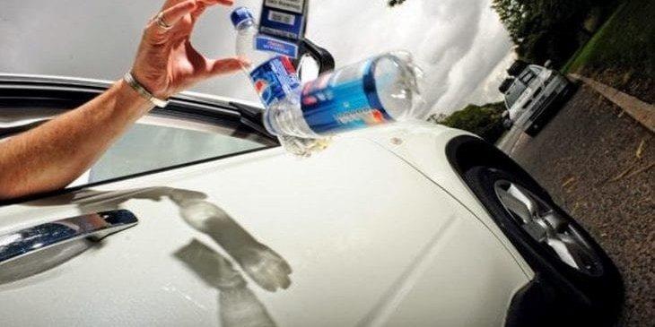 Рада у першому читанні підтримала збільшення штрафів у 150 разів за викидання сміття з вікон транспорту