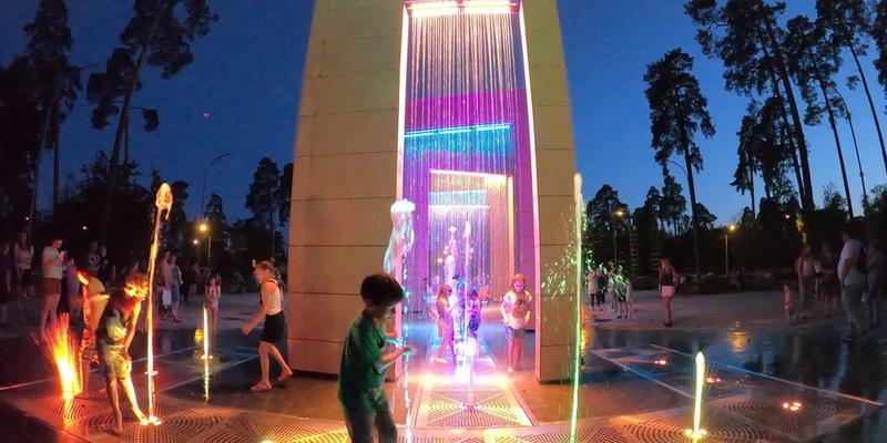 У київському парку повноцінно запустили новий світловий фонтан