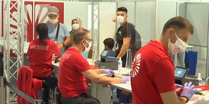 Німеччина тестуватиме туристів на COVID-19, а в Болгарію - тільки з негативним результатом ПЛР-тесту