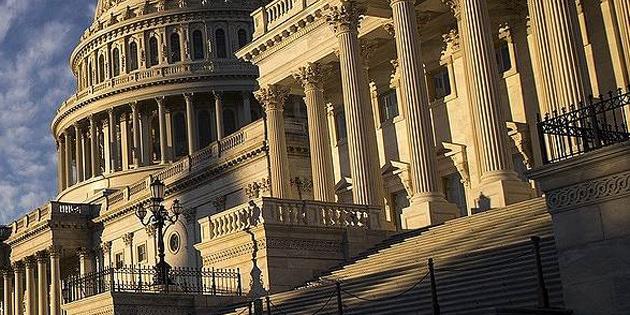 У Сенат внесли законопроєкт про щорічну допомогу Україні на  $ 300 мільйонів