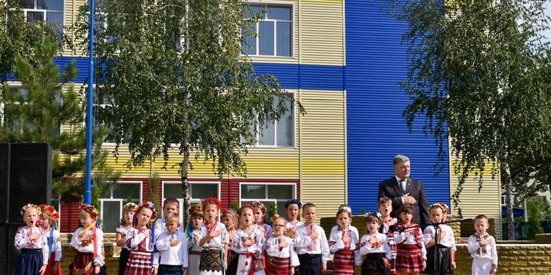 Школярі в Києві кожен день починатимуть зі співу гімну