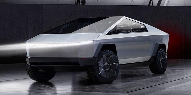 Полтавчанин створив копію електричного пікапа Tesla