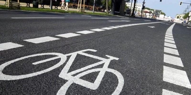 Ще на двох вулицях Києва облаштували смуги руху для велосипедів