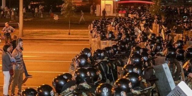 Протести у Білорусі: силовики залишили вулиці Мінська
