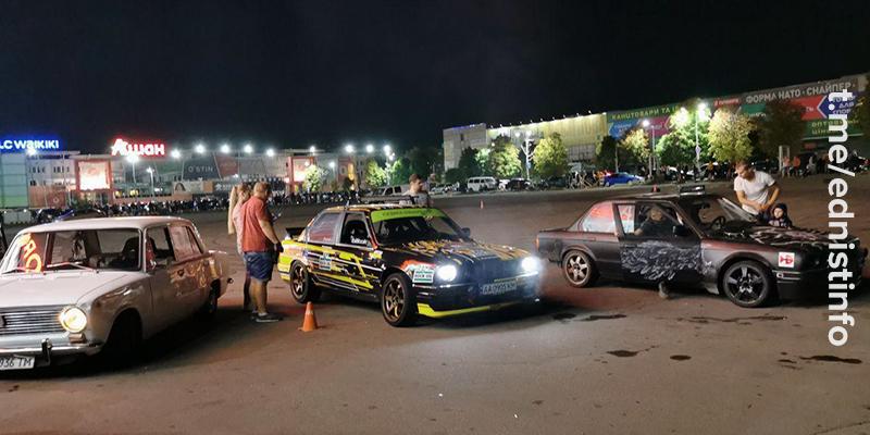 У Києві відбулися нічні автоперегони. Пряма трансляція