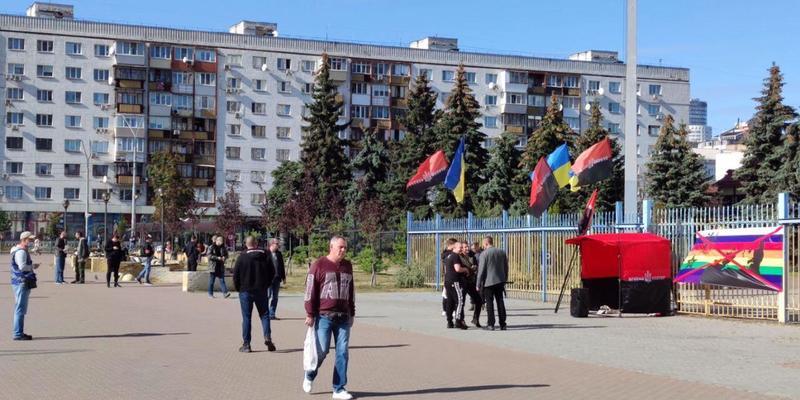 У Києві під ЦВК проходить акція за недопущення до виборів КПУ та проросійських партій. Пряма трансляція