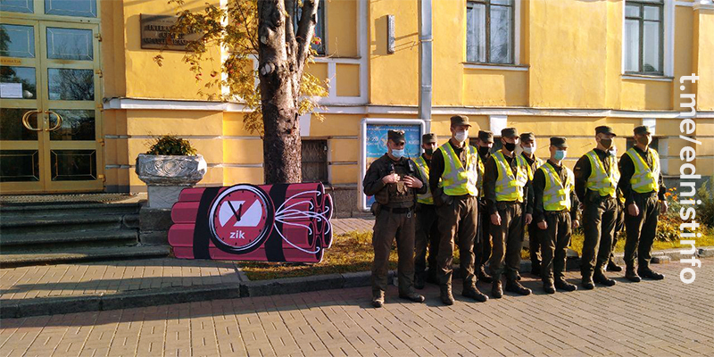 Націоналісти блокують телеканали Медведчука. Пряма трансляція