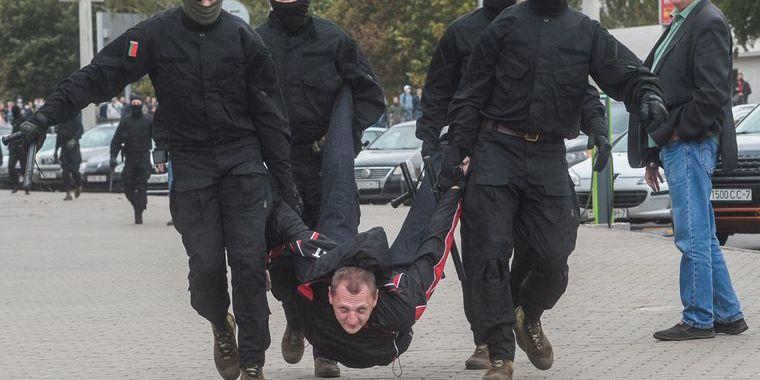 Правозахисники нарахували щонайменше 340 затриманих під час недільних акцій у Білорусі