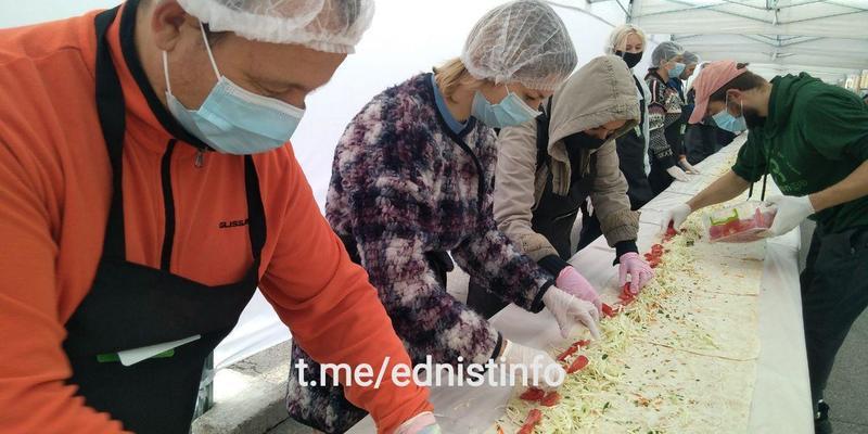 Приготування найбільшої вегетаріанської шаурми в Україні. Пряма трансляція