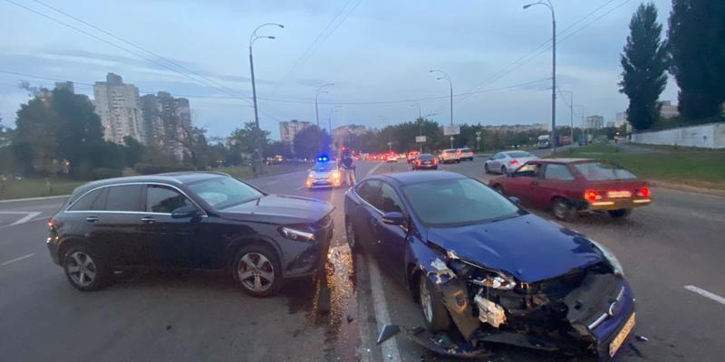 ДТП біля ТЦ «Епіцентр» (вул. Полярна). Пряма трансляція