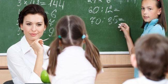 Кабмін має намір ще на рік перенести реалізацію постанови про зростання зарплат учителів