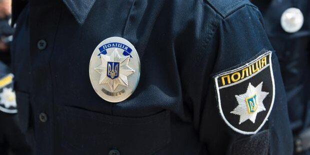 Двоє поліцейських користувалися карткою загиблого та вимагали 200 тисяч грн у затриманого. Їм повідомили про підозру