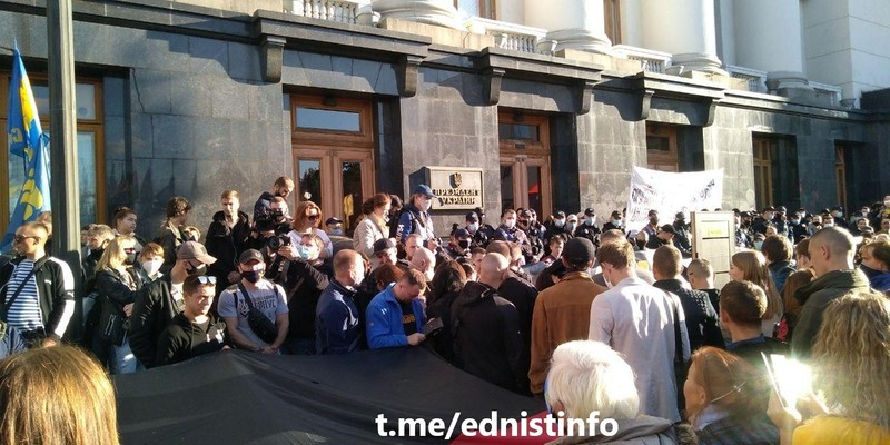 Захисники України прийшли до Зеленського з вимогами. Пряма трансляція