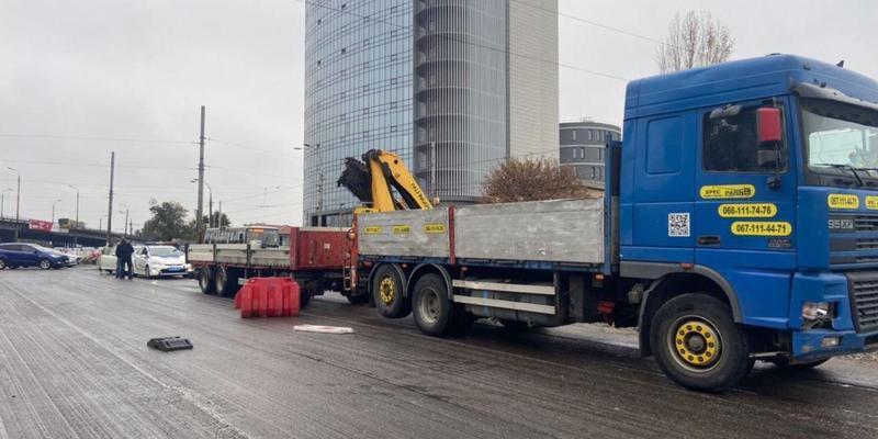 У Києві сталася ДТП на проспекті Степана Бандери. Пряма трансляція