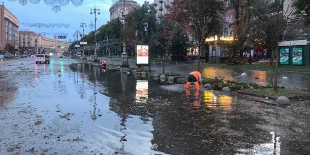 Експерт: нерозчищені зливові каналізації коштували Віталію Кличку кількох рейтингових пунктів