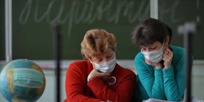 Чи дійсно школи можуть стати епіцентрами поширення коронавірусу — Bloomberg
