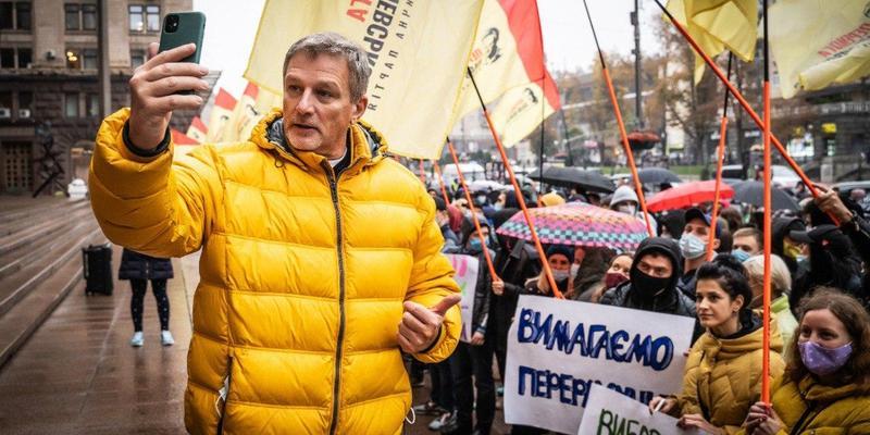 Пальчевський з прихильниками мітингує під міською адміністрацією через нечесні вибори