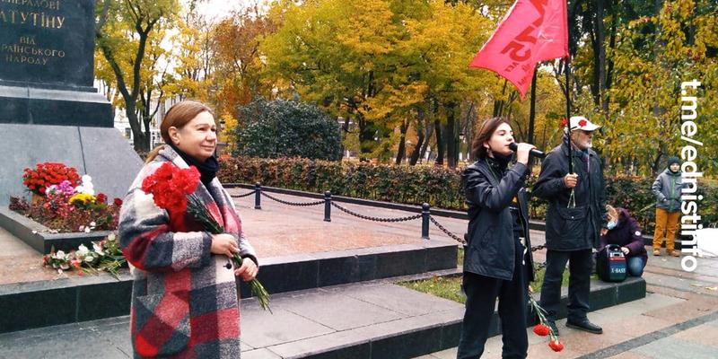 Покладання квітів до пам'ятника Ватутіну. Пряма трансляція