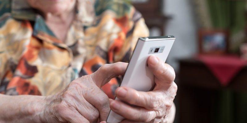 В Україні 7 тисяч волонтерів погодились стати «телефонним другом» для самотній людей під час пандемії — Мінсоцполітики