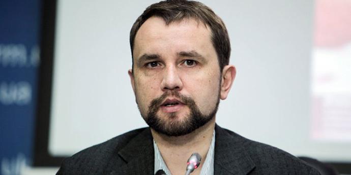 28 «слугам» не дає спокою право громадян на отримання послуг українською мовою у власній державі, - Володимир В'ятрович