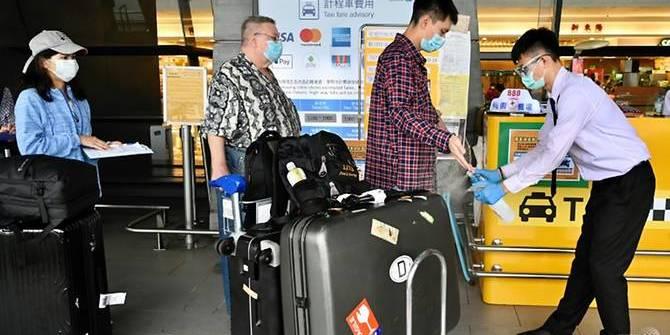 Пілот авіакомпанії з Тайваню не знав, що хворий на COVID-19, і заразив одну жінку. Його оштрафували й звільнили