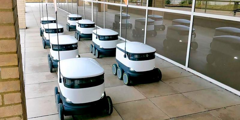 У Великій Британії чоловік освідчився жінці за допомогою робота, який доставляє людям продукти під час локдауну