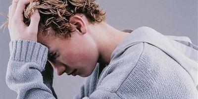 Підлітки можуть переймати настрій своїх друзів, і негативний настрій заразніший за позитивний — дослідження