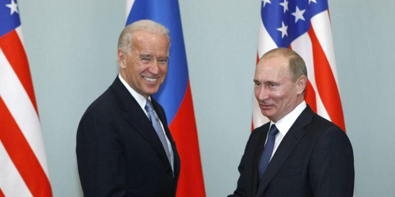 Байден вперше на посаді президента США поговорив з Путіним