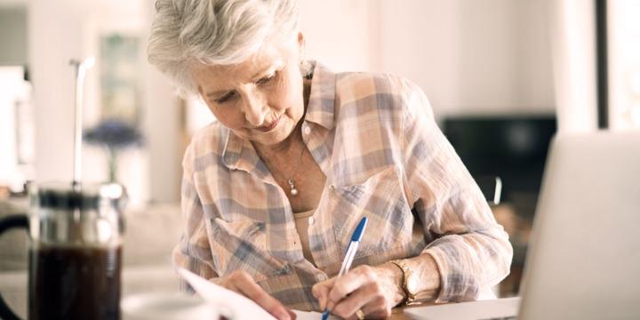 З 1 квітня жінки в Україні виходитимуть на пенсію пізніше, - ПФУ