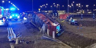 У Польщі перекинувся автобус з українцями: 6 людей загинуло, десятки постраждалих