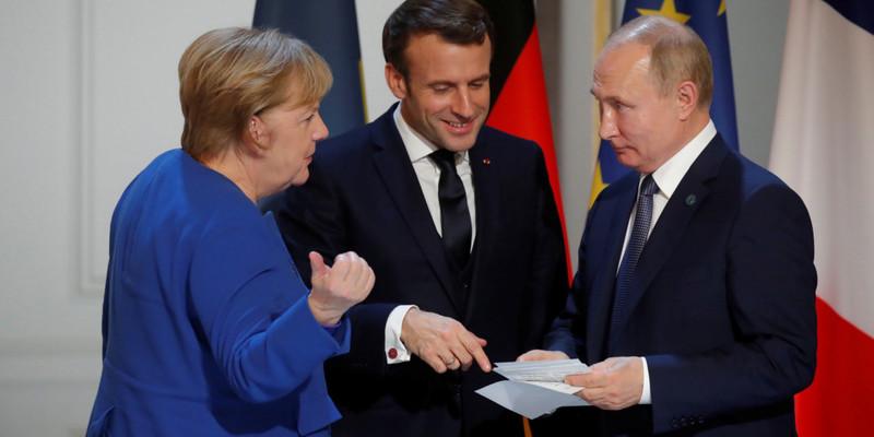 Макрон і Меркель поговорили з Путіним