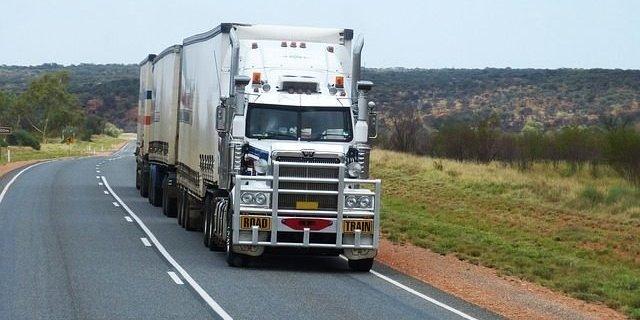 В Україні з 1 червня вантажівкам заборонять рухатися державними дорогами у спеку