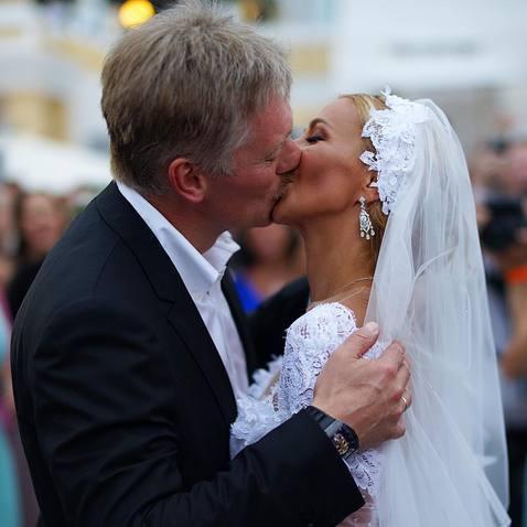 """Легендарне весілля: як одружувався """"голос"""" президента Росії (фото)"""