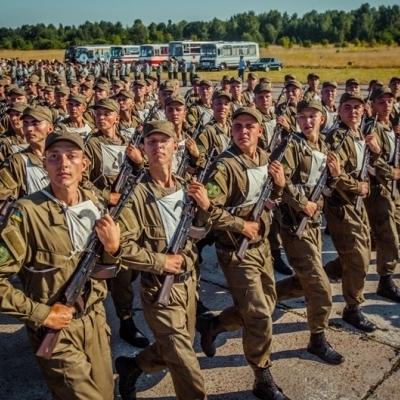 Замість військових навчань нацгвардійців готують до параду (фото і відео)