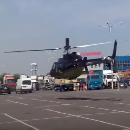 В Україні багатії літають в супермаркет на гвинтокрилі (відео)