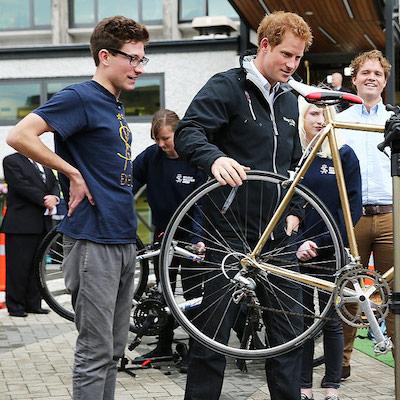 Принц Гаррі продає свій велосипед