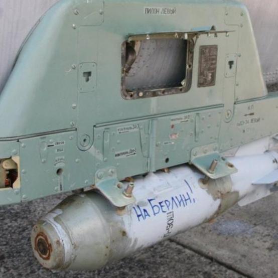 Німецькі журналісти помітили бомби з написом «На Берлін!» на літаках ВМФ Росії