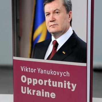 """ГПУ називає гонорари Януковича за """"літературну працю"""" хабарем"""
