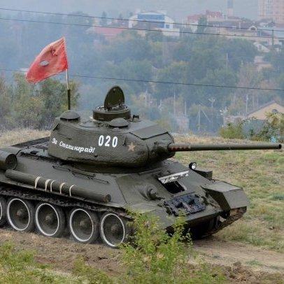 Улюбленим байкерам Путіна подарували танк