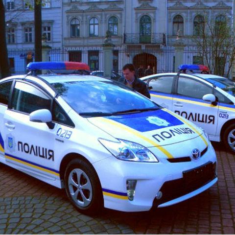 Нахабний водій закидав київських патрульних грошима (відео)
