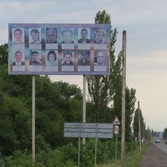У Красноармійську встановили білборд із портретами бойовиків (фото)